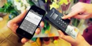 Die aktuelle payleven-Lösung benötigt noch ein entsprechenden Kartenleser (rechts). Das ändert sich mit PayPal. Bild: payleven