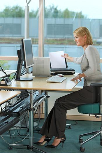 Wichtig für Sparkassen-Mitarbeiter: Funktionierende technische Infrastruktur mit Thin Clients, Monitoren und Druckern.