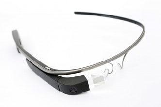 """Quelle: """"Google Glass Main"""" von Tim.Reckmann - Eigenes Werk. Lizenziert unter Creative Commons"""