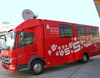Der erste mobile Sparkassenbus, der von Telespazio VEGA Deutschland über Satellit ans Internet angeschlossen wurde Sparkasse Dillenburg