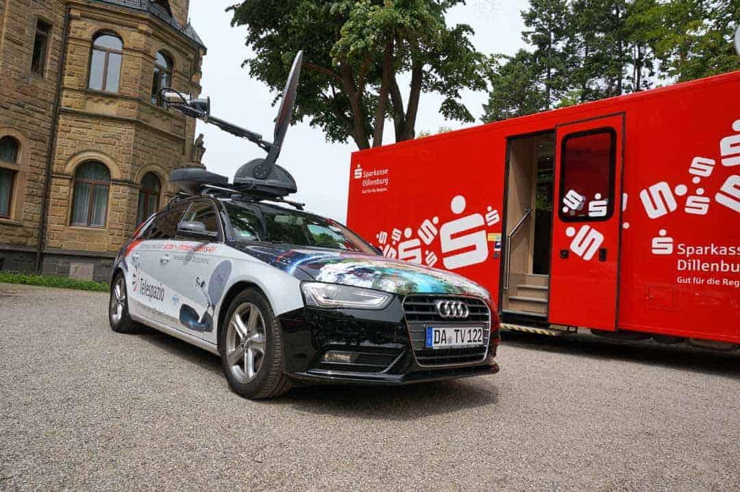 Das mobile Bankfahrzeug der Sparkasse Dillenburg sowie der mobile Demonstrator für Satellitenkommunikation der Telespazio VEGA konnten auf dem Sparkassen-Kundenforum 2014 live getestet werden. Telespazio VEGA Deutschland