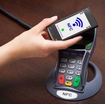 Bezahlen per NFC wird 2015 mainsrtream. Noch ist unklar, wer das Rennen macht.scyther5/bigstock.com