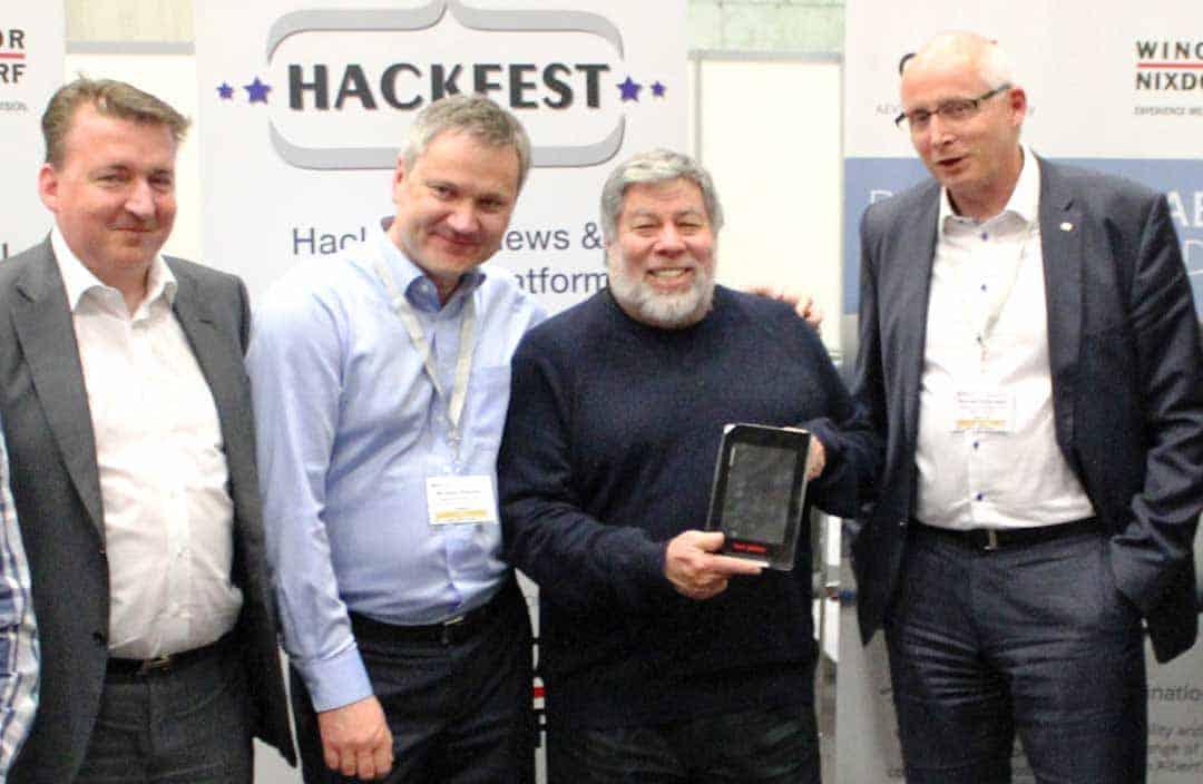 Marc Birkner, Miroslav Pekarek (beide Wincor Nixdorf), Apple Co-Gründer Steve Wozniak und Wincor Nixdorf CTO Reinhard RabensteinWincor Nixdorf