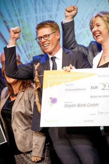 Norbert Wolf, Vorstand Steyler Ethik Bank, victor Sieger in der Kategorie Nachhaltigkeit; erhielt zusätzlich einen Scheck von der Oesterreichischen Nationalbank in Höhe von 2.500 Euro.emotion banking