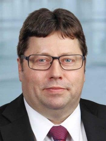 Herr Bartsch arbeitet bei der FI im Bereich Risikokreditprozesse und AktivdruckcenterFI
