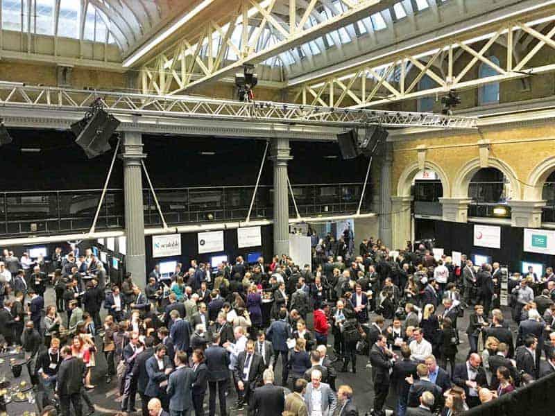 Finovate - 1500 Teilnehmer: Anzug und Kravatte sind bei FinTech-Themen in London üblich.Sven Korschinowski, KPMG