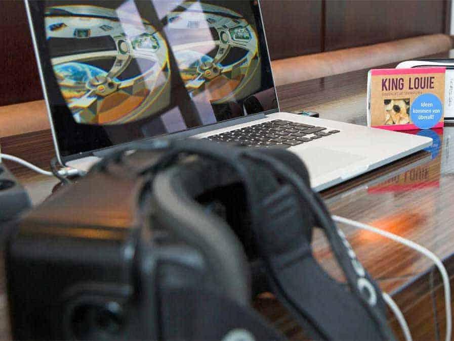 Noch Zukunftsmusik, doch bald vielleicht schon selbstverständlicher Teil des Banking: Auch Virtual-Reality-Brillen konnten beim comdirect-Innovationstag getestet werden.comdirect