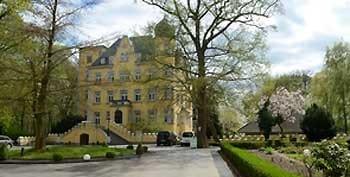 Die zentrale der biw bank: das verträumte Haus Broiich in Willichbiw