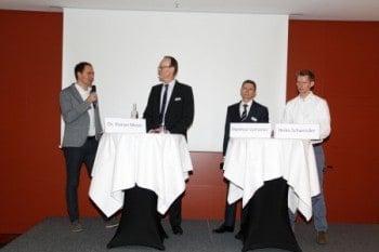 Teilnehmer der Podiumsdiskussion (von links): Dr. Florian Moser, Fidor Bank; Prof. Dr. Hans-Gert Penzel, ibi research; Matthias Zacharias, Landesbank Hessen-Thüringen; Heiko Schwender, CommerzVenturesibi research
