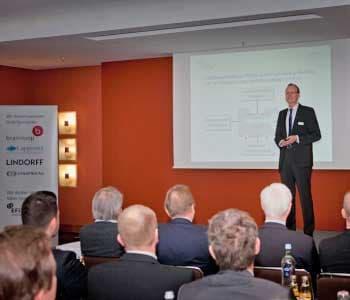 """Prof. Dr. Hans-Gert Penzel bei seinem Eröffnungsvortrag """"""""BankTech, FinTech, ... und was dann?"""" ibi research"""