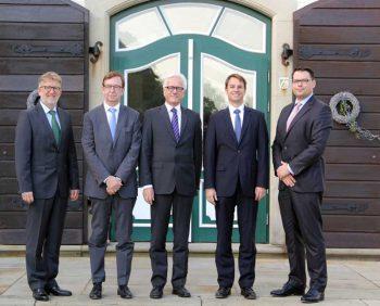 (v.l.n.r.): Ulrich Bauer (HESS Cash Systems), Uwe Krause, Eckhard Heidloff (Wincor Nixdorf), Alexander Martin, Alexander Vleeming (Gauselmann Gruppe) wincor Nixdorf