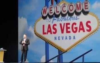 Alan Trefler eröffnet die Pegaworld 2016, zu der das Unternehmen über 4000 Teilnehmer in Las Vegas in vier Tagen die neuesten Entwicklungen zeigt und Kunden über das System berichten lässt..ITFM