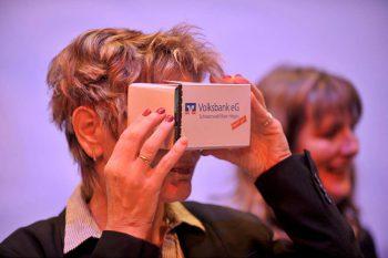Die Kartonbrillen sind eine neue Möglichkeit, Immobilien zu präsentieren.NCR