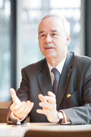Jan. W. Wagner, dem Vorstandsvorsitzender der CreditPlus BankCreditPlus Bank