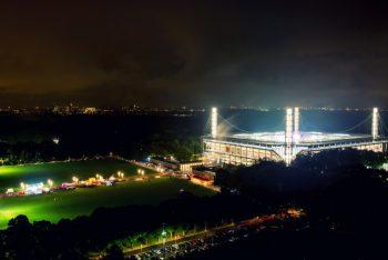 RheinEnergie-Stadion bei Nacht