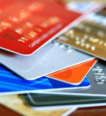 Die Aktivierung von Kreditkarten lässt sich mit der Kofax-Technik einfacher und günstiger lösen als die herkömmliche Aktivierung via Callcenter.