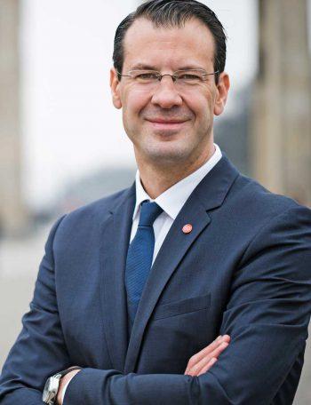 Dr. Rolf Werner, Fujitsu