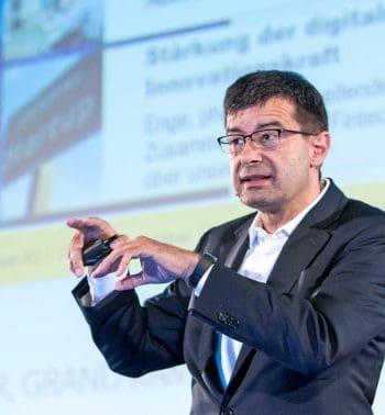 Frank Annuscheit, COO Commerzbank<q>Software AG</q>