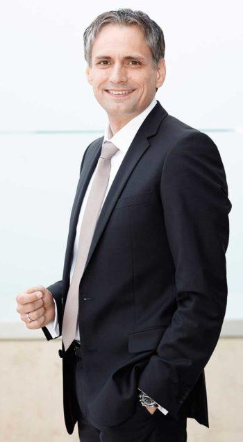 Frank Lamsfuß, Vorstand der Barmenia Versicherungen