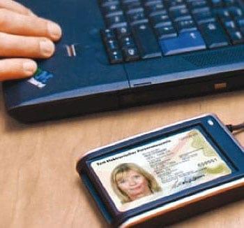 Personalausweis per Lesegerät auslesen