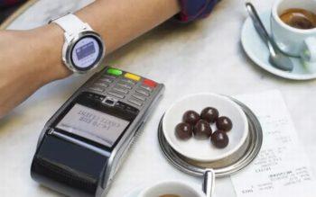 Zahlungen Bezahlen Wearables Fitness Armband Lösung