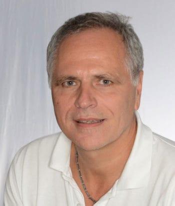 """Prof. Dr. Jürgen Angele leitet das Competence Center """"Künstliche Intelligenz"""" bei der adesso"""
