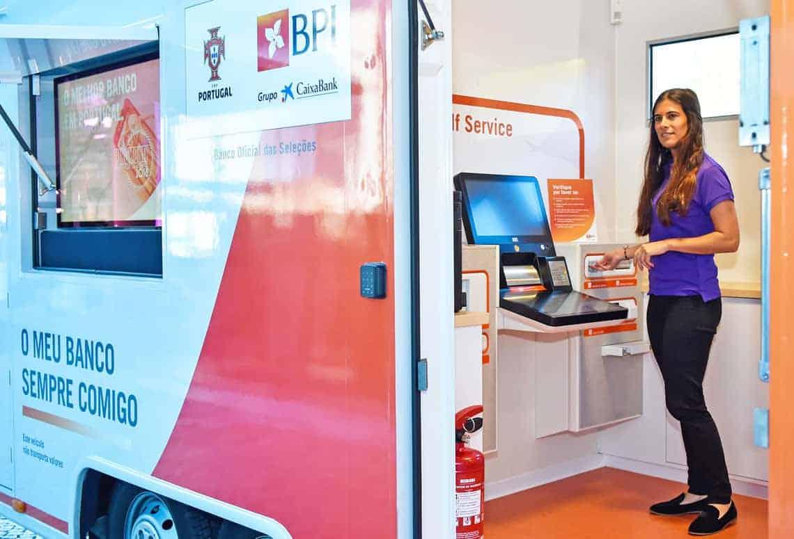 Der Cash Recycler sei zentrales Element der ersten mobilen Filiale der Banco BPI, die den Kunden in ländlichen Gegenden Finanzdienstleistungen bereitstellen soll.
