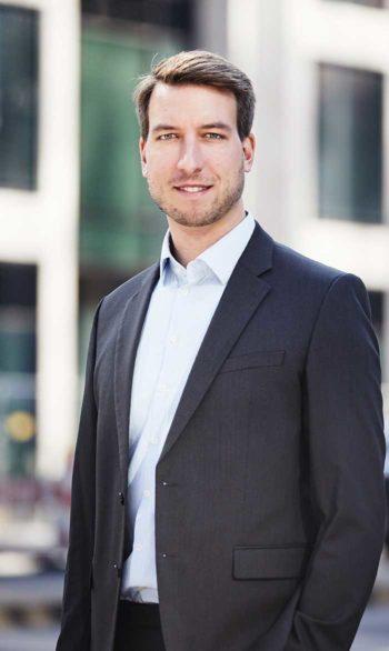 Manuel Klein leitet die Diskussion um Giralgeld, Digital Cash, Vollgeld und Kryptowährungen