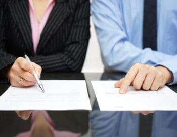 KI statt Handarbeit: Verträge auf Compliance untersuchen