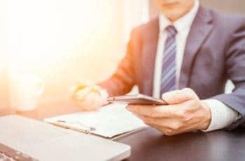 Meist wollen Mitarbeiter mit privater Nutzung von Smartphones oder Tablets nur effektiver sein - und sprengen damit ganz ungewollt Sicherheitssysteme.<q>karn684-bigstock</q>