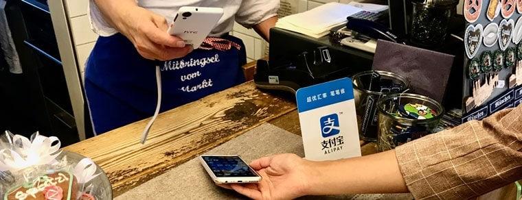 Mobile Payment per Alipay am Viktualienmarkt in München