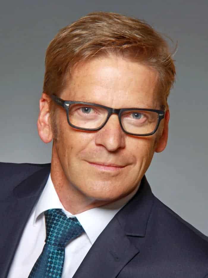 Eugen Gebhard sieht in der flexiblen IT-Infrastruktur (wie adaptiven Netzwerken) einen wichtigen Überlebensfaktor für Banken und Versicherer