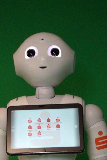 Roboter sieht Fragezeichen