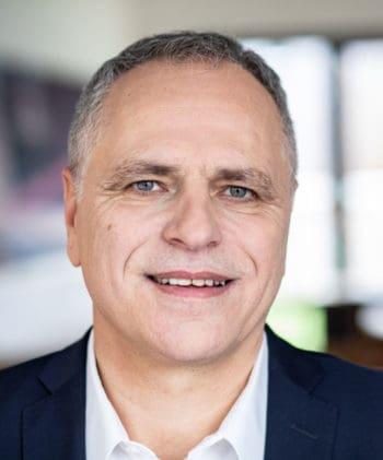 Prof. Dr. Jürgen Angele, Leiter des KI-Kompetenzzentrums/ Mitentwickler KI-Lab-Banking bei adesso