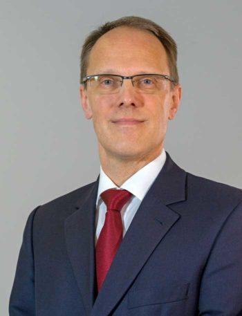 Jürgen Lang ist bei IBM Deutschland verantwortlich für die Geschäftsentwicklung im Bereich Banken, Sparkassen und Finanzinstitute<q>IBM