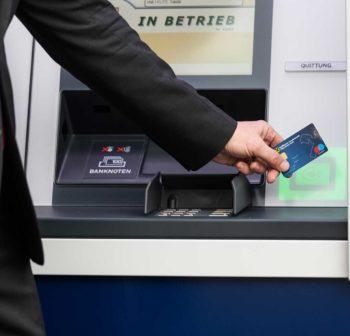 Die kontaktlose NFC-Bedienung beschleunige die Transaktionen. Kunden geben ihre Bankkarte nicht mehr aus der Hand und vergessen sie somit deutlich seltener.