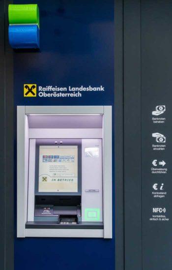 """Die Through-The-Wall-Variante des """"kontaktlosen"""" NFC-Geldautomaten."""