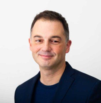 Der Tech-Branchentrend für 2020 heißt Open Source - sagt Tim Hooley, FSI Chief Technologist EMEA, Red Hat