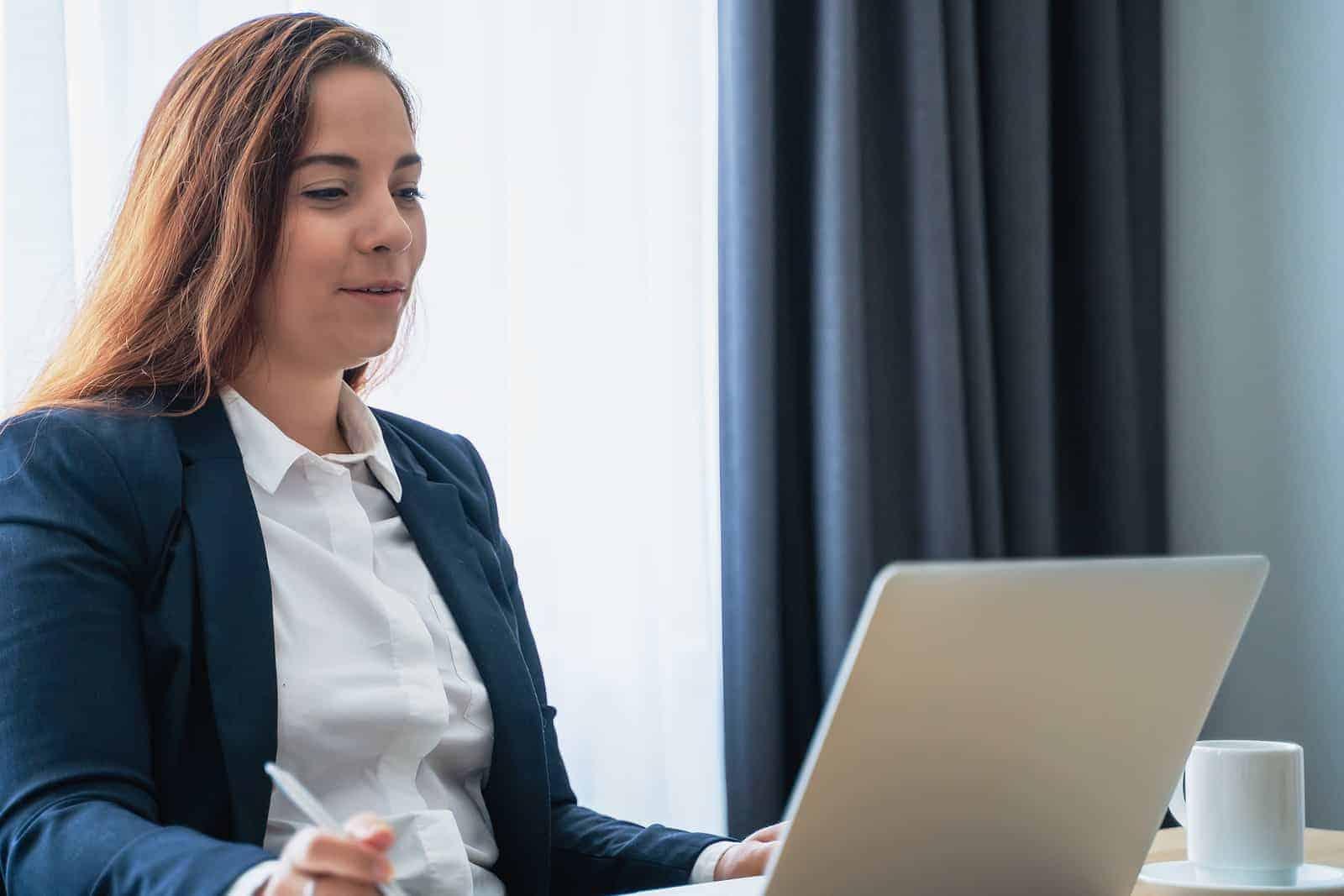 Selbstständigen Versicherungsmaklern eröffnet Finanzritter einen sicheren digitalen Vertriebskanal ohne Kosten. <q>Bigstockphoto/DedMityay