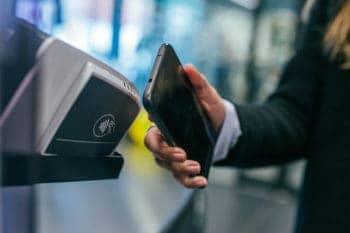 Bei der Digitalisierung von Banken und Versicherungen geht es voran – für viele Verbraucher allerdings nicht schnell genug. <q>VMware