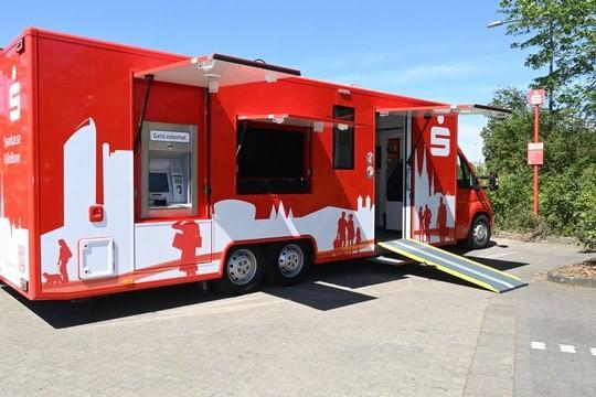 Sparkassenübergreifende Hilfe: Mobile Filiale unterstützt im Kreis Euskirchen nach Hochwasser