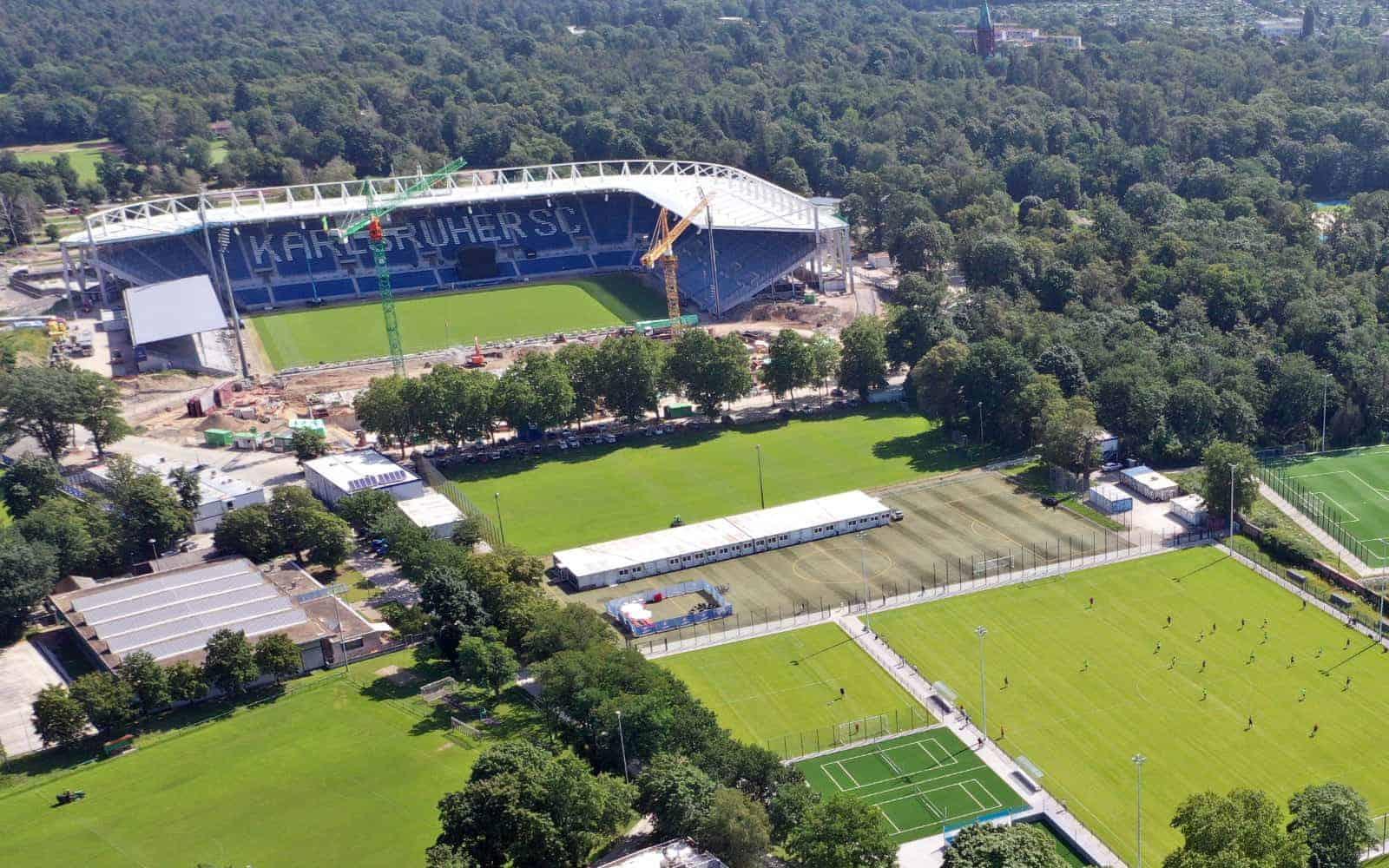 Der Karlsruher SC baut sein Stadion neu – und dabei auch die gesamte Zahlungsinfrastruktur. <Q>Karlsruher SC